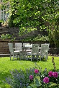 An heißen und trockenen Sommertagen muss man dringend die Bewässerung des Gartens gewährleisten