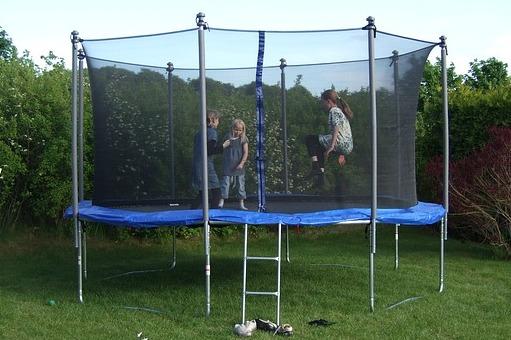 Trampolin für den Garten mit Kindern